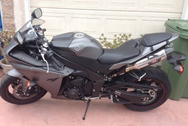 See more photos for this Yamaha Yzf R1, 2013 motorcycle listing