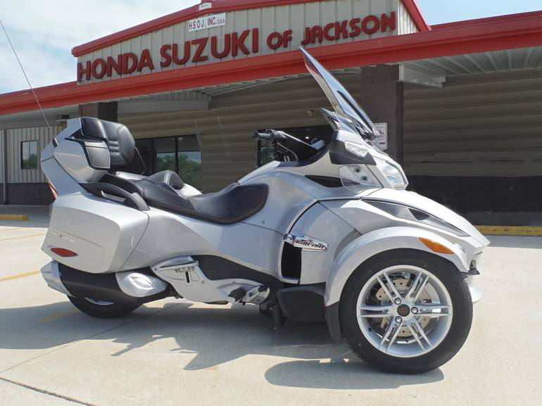 2010 Can-Am SPYDER RT-SE5 A&C, motorcycle listing