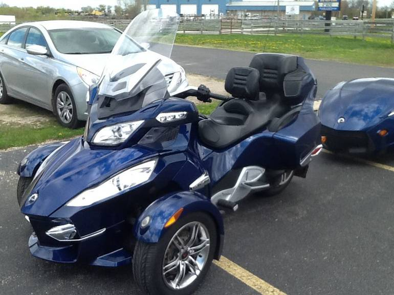 2010 Can-Am Spyder RT Audio & Convenience SE5, motorcycle listing