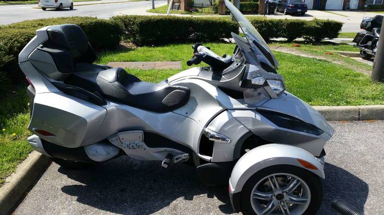 2010 Can-Am Spyder RT Audio & Convenience SM5, motorcycle listing