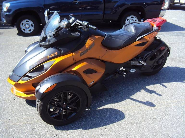 2011 Can-Am RSS Roadster SE5, motorcycle listing