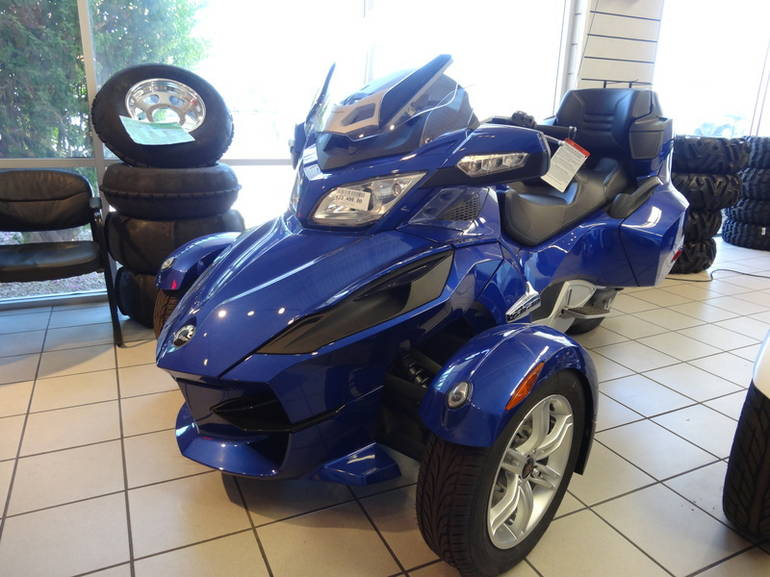 2012 Can-Am Spyder RT Audio & Convenience SM5, motorcycle listing