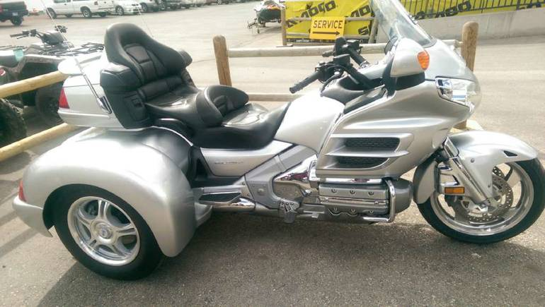 2005 Champion Trikes Honda Goldwing GL 1800 Trike Kit, motorcycle listing