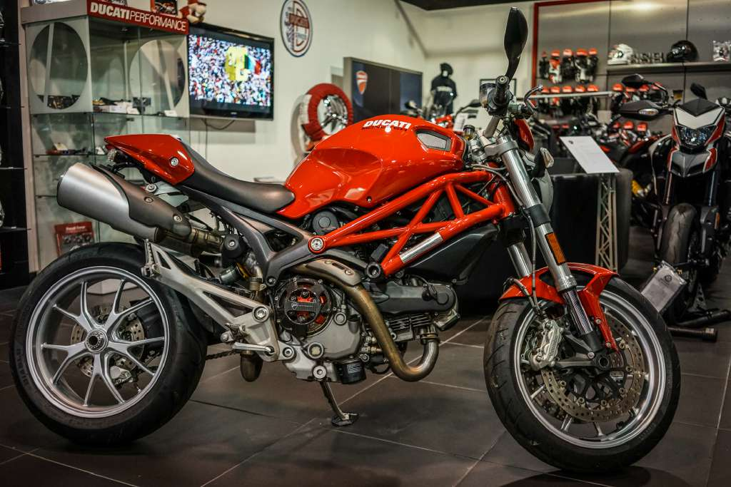 2010 Ducati Monster 1100, motorcycle listing