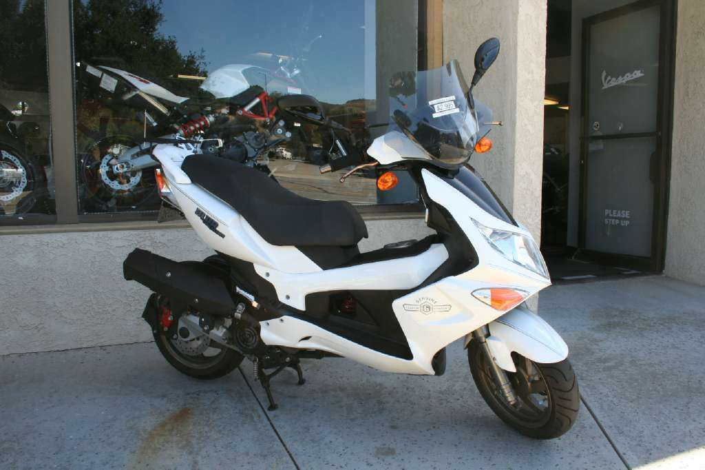 2013 Genuine Scooter Company Blur SS 220i, motorcycle listing