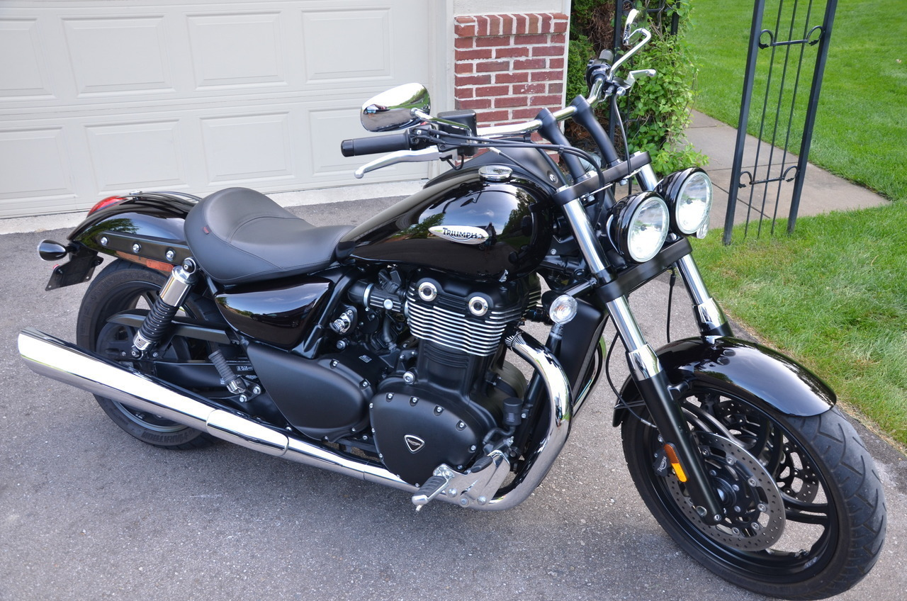 2011 Triumph Thunderbird STORM ABS, motorcycle listing