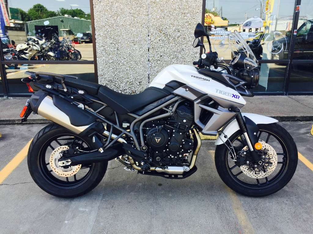 2016 Triumph Crystal White, motorcycle listing