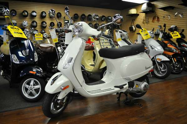 2015 Vespa GTS 300 Super ABS, motorcycle listing