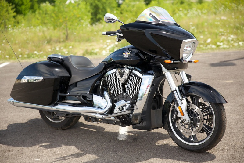 2010 Victory Cross Country, motorcycle listing