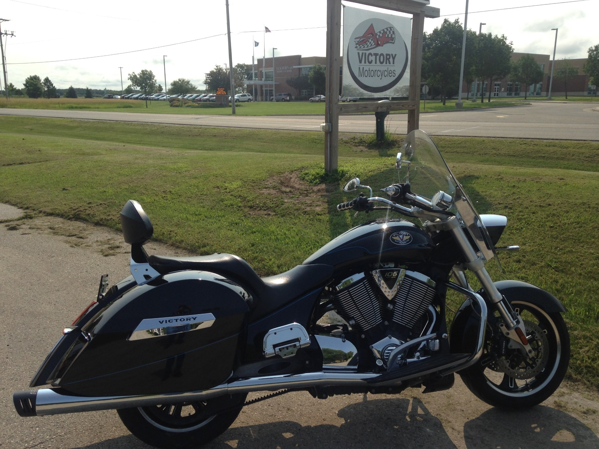 2010 Victory Cross Roads™, motorcycle listing