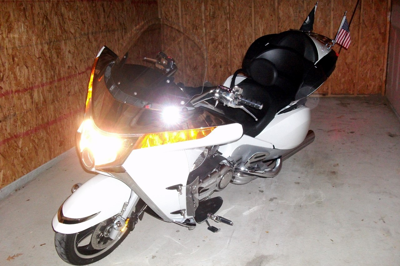 2011 Victory Vision TOUR, motorcycle listing