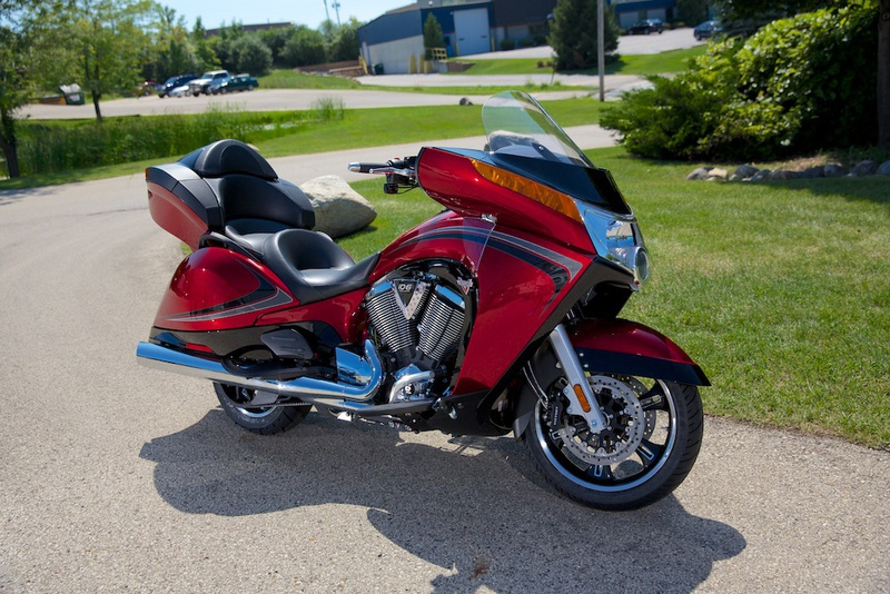 2013 Victory Vision Tour Sunset Red & Black W/ Black , motorcycle listing