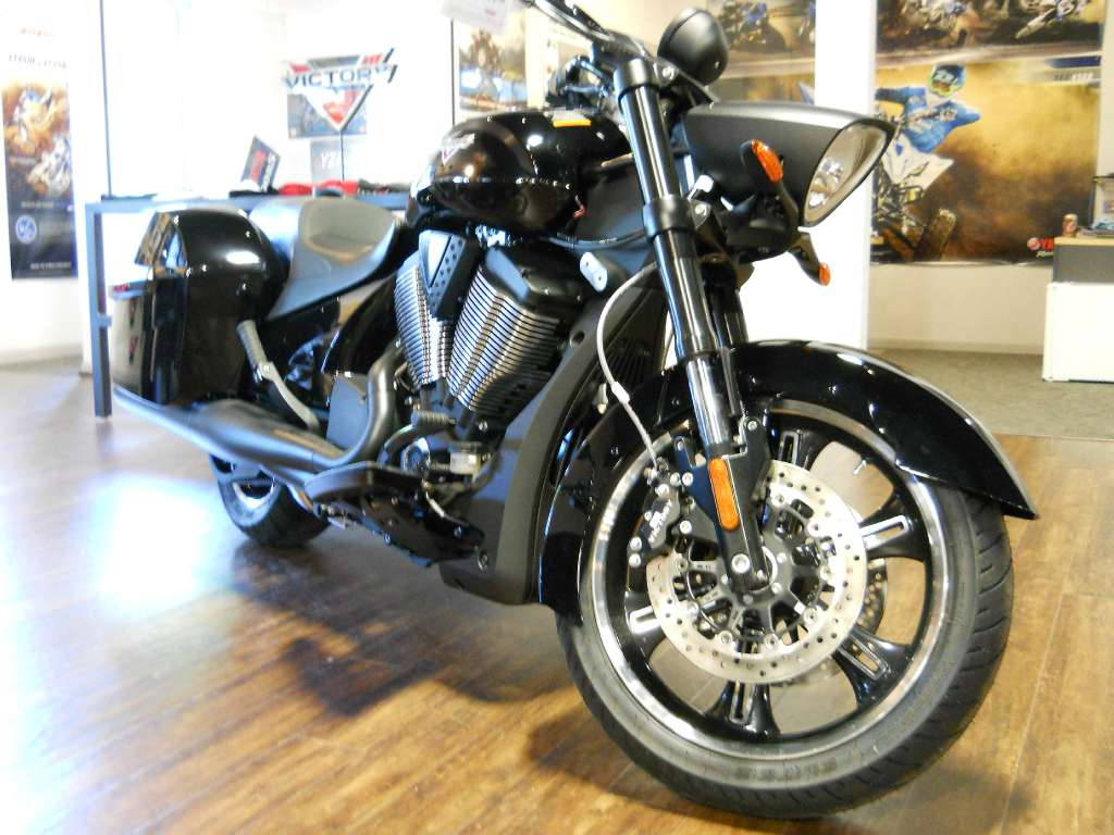 2014 Victory Cross Roads 8-Ball, motorcycle listing