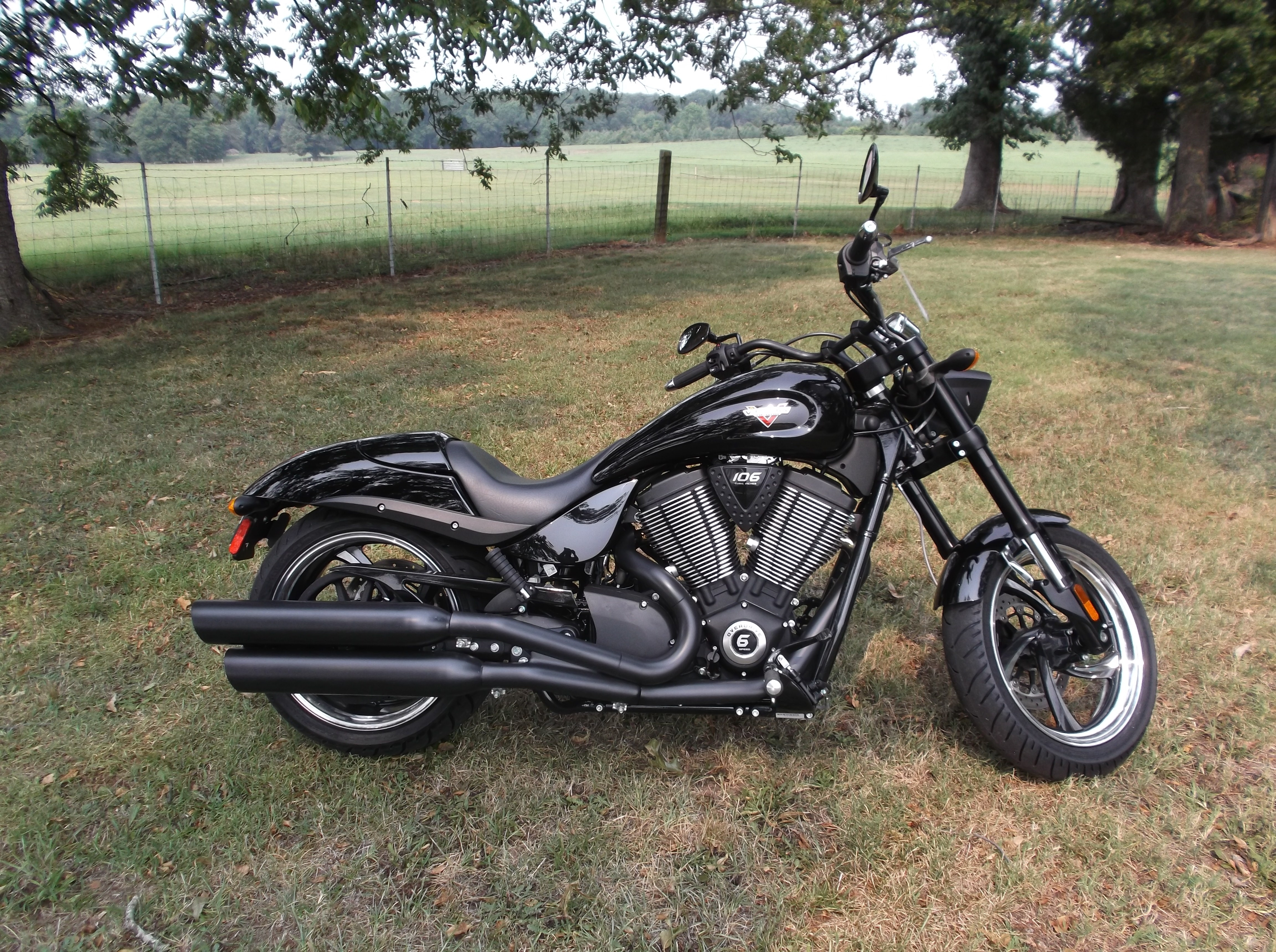 2015 Victory Hammer 8-Ball®, motorcycle listing