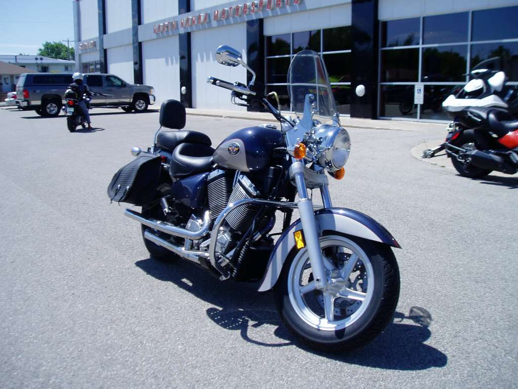 2001 Victory V92C, motorcycle listing